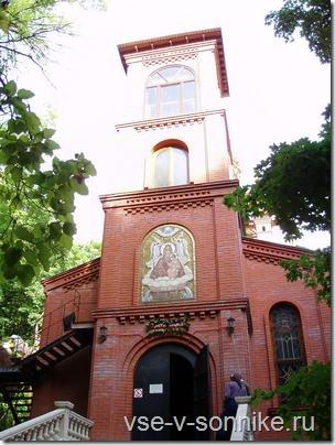 Церковь в поселке Горном